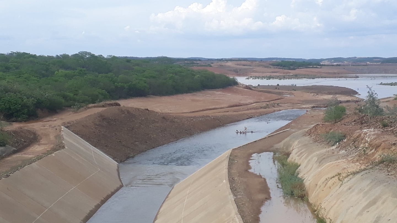 Águas da transposição do Rio São Francisco chegam ao último reservatório antes do Ceará